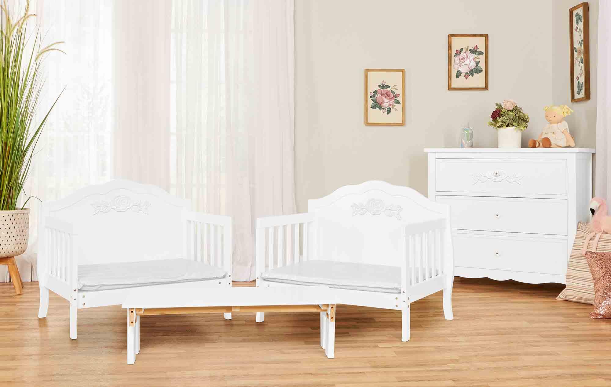 640_WHT Rose Toddler Bed RmScene 01