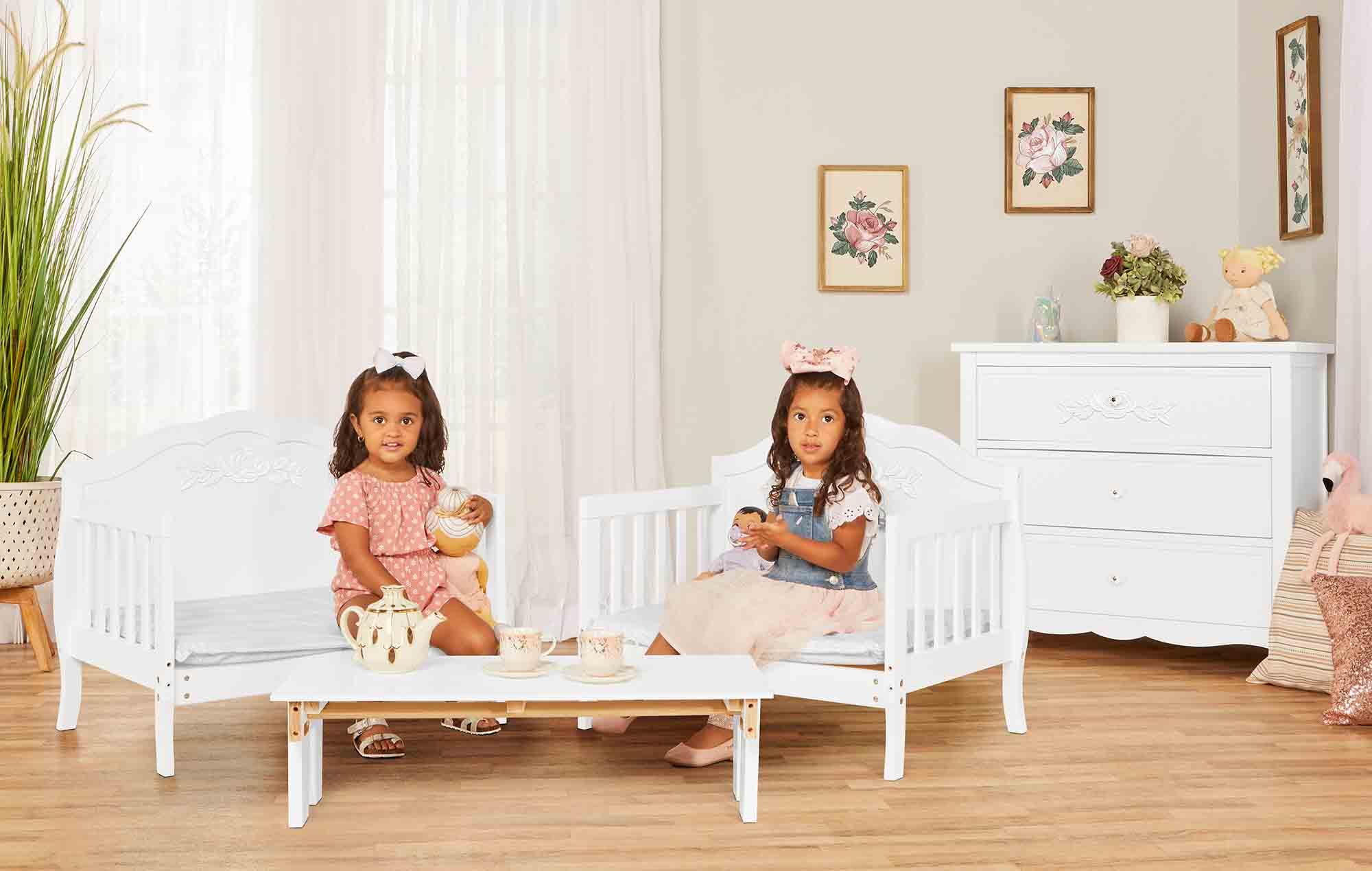 640_WHT Rose Toddler Bed RmScene 02