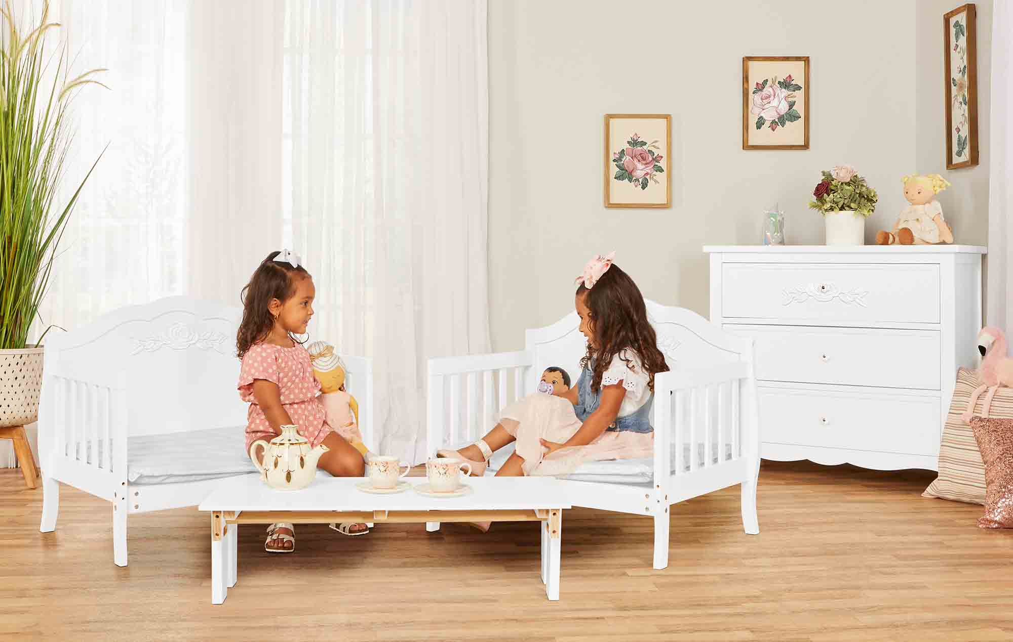 640_WHT Rose Toddler Bed RmScene 03
