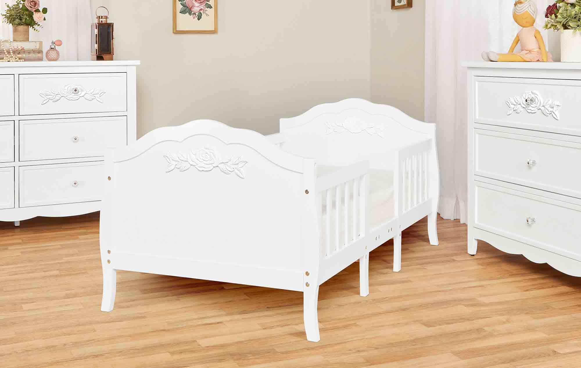 640_WHT Rose Toddler Bed RmScene 04
