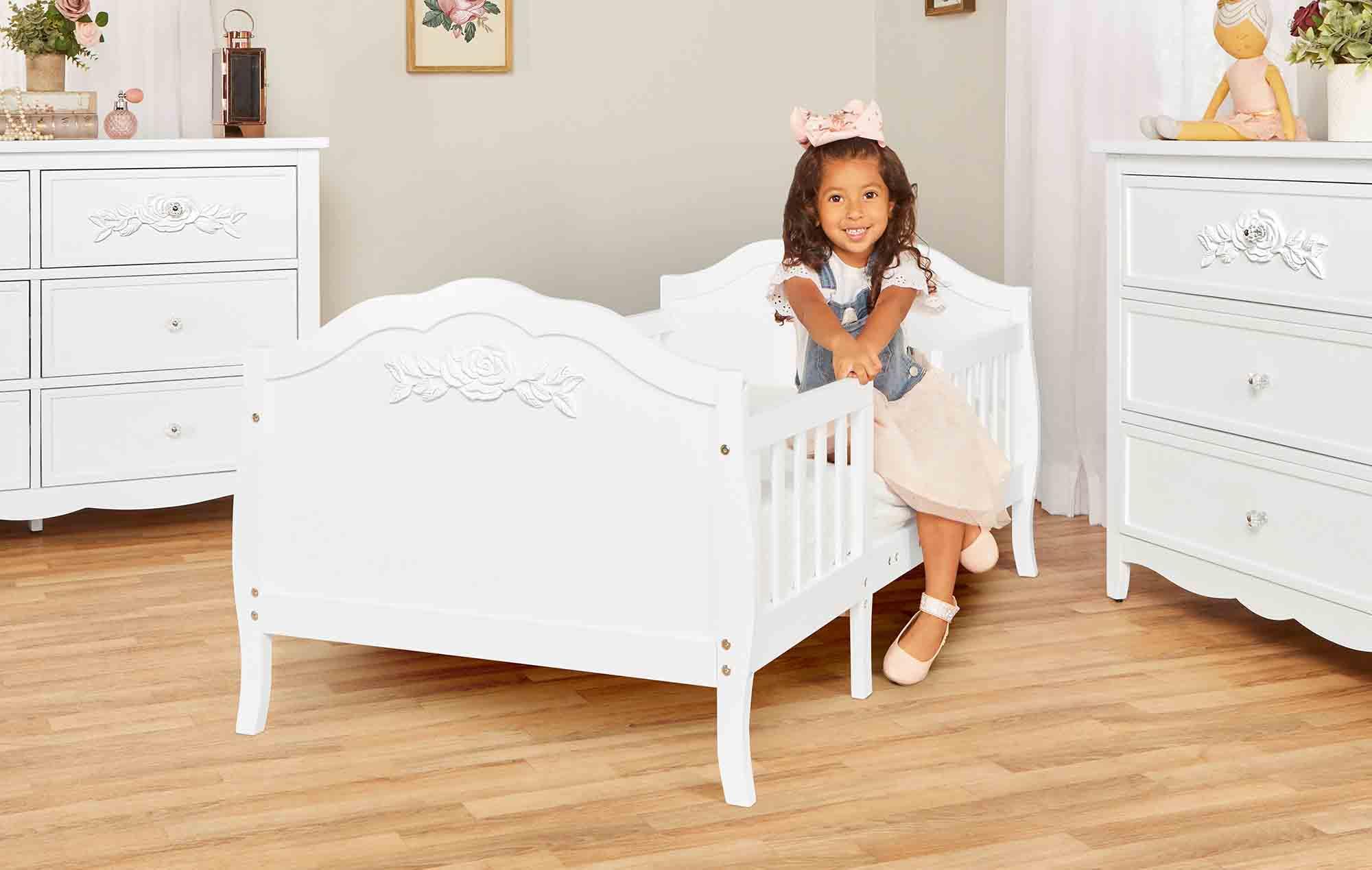 640_WHT Rose Toddler Bed RmScene 05